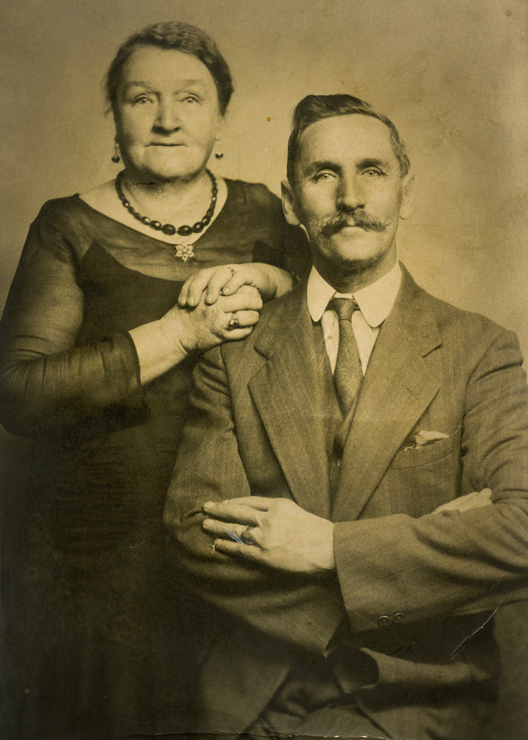 John and Annie Simpson (date unknown)